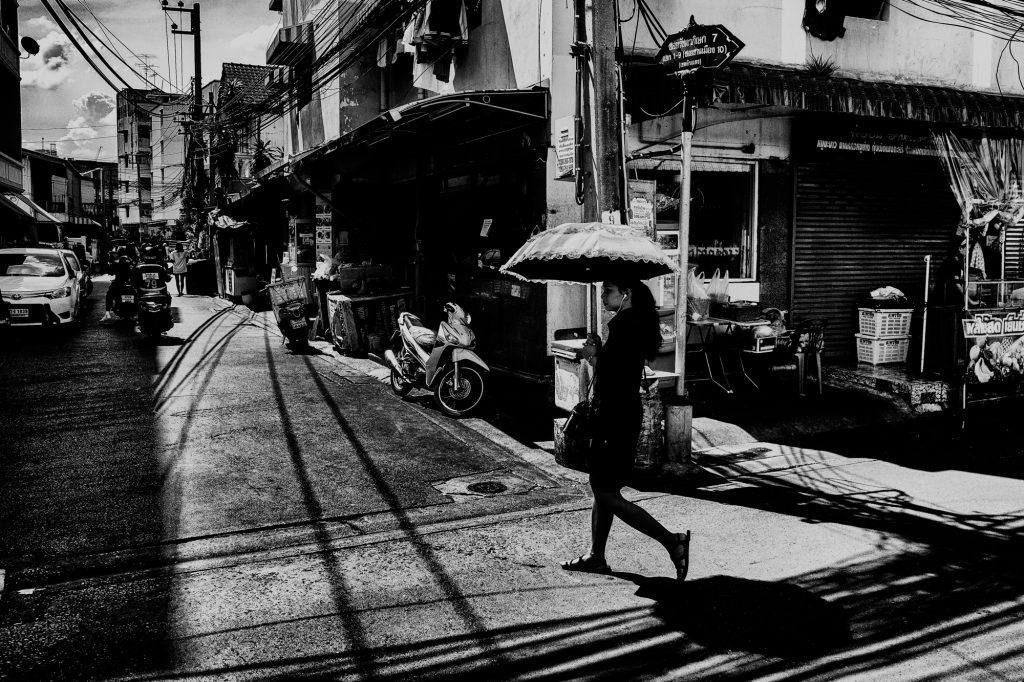 street of din daeng bangkok black and white